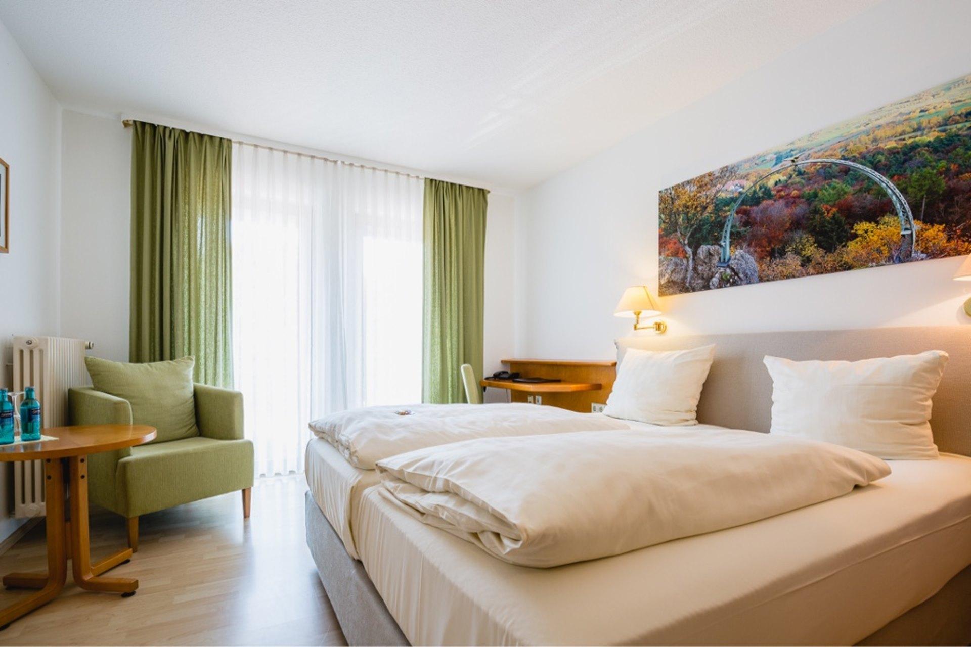 verw hnhotel bastenhaus wohnen und bernachten im zimmertyp ludwigsturm. Black Bedroom Furniture Sets. Home Design Ideas
